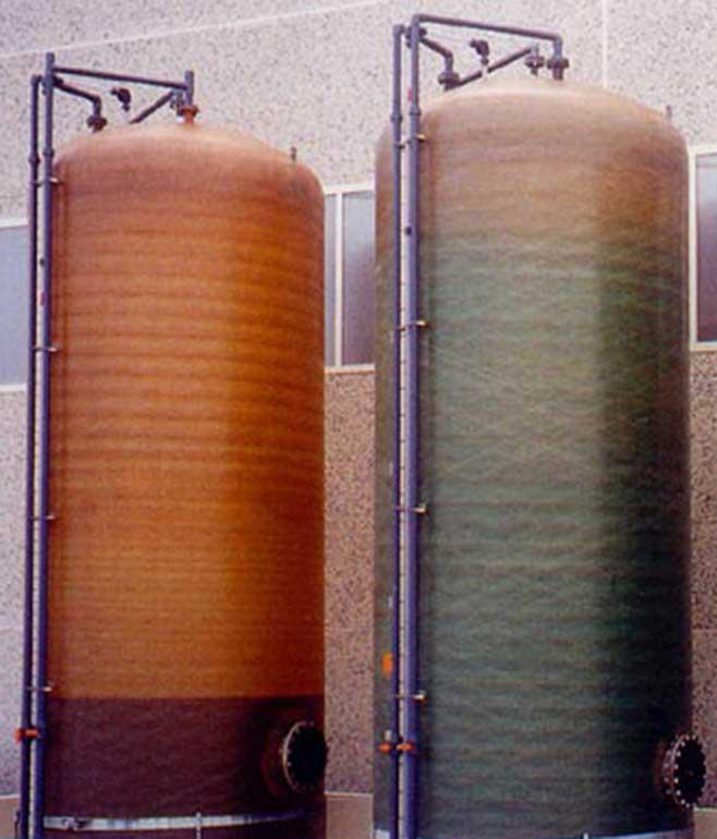 Serbatoi e contenitori in vetroresina (PRFV) per lo stoccaggio di liquidi neutri e industriali